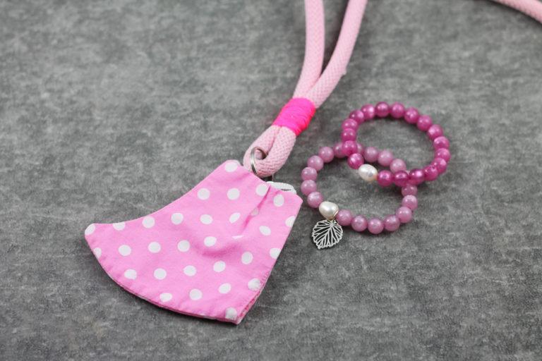 Maskenkette mit Fluarmbändern rosa